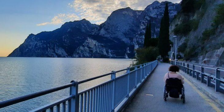 Tour guidato in carrozzina con triride a Riva del Garda